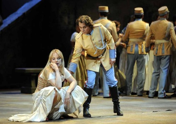 Carmen at the Deutsche Oper. Photo: Bettina Stöß