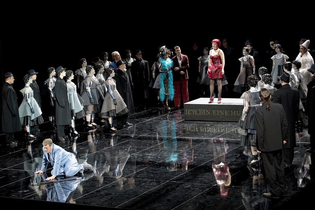 La Traviata at the  Komische Oper. Photo: Monika Rittershaus