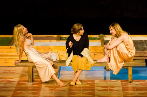 Cayetana Guillén Cuervo, Carmen Machi and Nathalie Pozo in Fuegos [Fires] directed by Josep Maria Pou at the Grec's Outdoor Theatre. Photo: Josep Aznar, courtesy of the Institut de Cultura de Barcelona