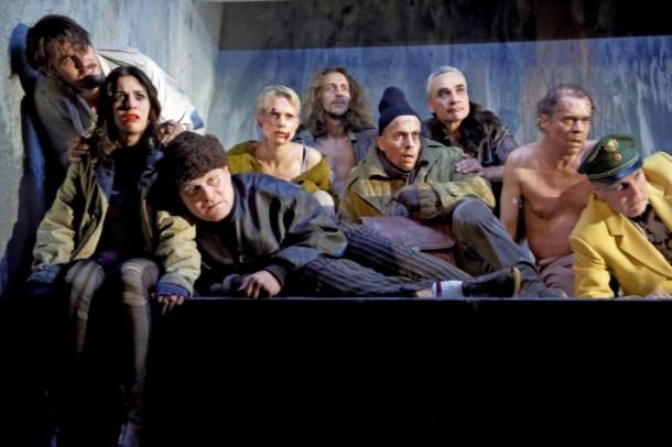 Nachtasyl directed by Michael Thalheimer. Photo credit: Katrin Ribbe.