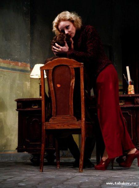 Masha in The Seagull, directed by Konstantin Bogomolov at the Oleg Tabakov Theatre, Moscow, 2014. Photo: www.tabakov.ru.